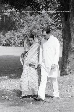 Indian Politician Indira Gandhi News Photo - Getty Images Indian Pictures, Rare Pictures, Rare Photos, Mahatma Gandhi Photos, Indira Ghandi, Freedom Fighters Of India, Rajiv Gandhi, History Of India, Vintage India