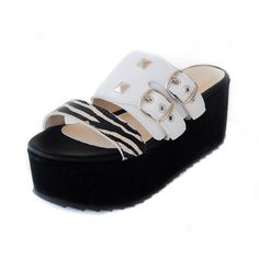 Chala blanca a la onda argentina Baby Shoes, Sky, Clothes, Fashion, Wave, Shawl, Dressing Rooms, White People, Argentina