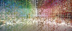 """Instalación """"bunshi"""" #EmmanuelleMoureaux llenó todo el espacio con su paleta de 100 colores."""