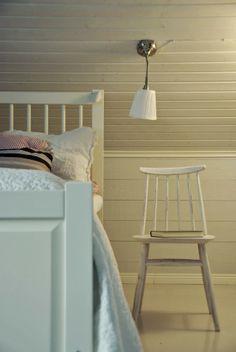 Tarja's Snowland blog / bedroom / renovated / ikea årstid / old chair