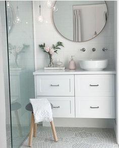 Bad von Jacci Kelly mit dem modernen runden 80cm Spiegel in Blush von Pri ... - #badezimmerrenovierungen