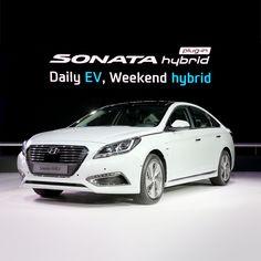 서울모터쇼를 통해 아시아 최초로 공개한 쏘나타 플러그인 하이브리드.  Sonata plug-in hybrid open to the public at Seoul Motor show for the first time in Asia.
