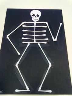 Skeleton from cotton buds Easy Halloween Decorations, Easy Halloween Crafts, Halloween Art, Halloween Costumes For Kids, Human Body Crafts, Human Body Activities, Preschool Activities, Science Experiments Kids, Science Projects