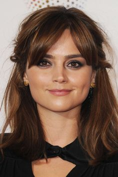I love everything about this look - makeup, cut, Jenna Coleman. Clavicut, Parted Bangs, Corte Y Color, Haircuts With Bangs, Long Bob Haircut With Bangs, Lob With Bangs, Good Hair Day, Hair Dos, Pretty Hairstyles