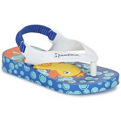 Küçükler tarzla dolu bir yazı Ipanema nın mavi sandaletiyle geçirecektir ! Sentetik bağcıklar ve dış taban : işte bu tasarımın kompozisyonu. Yaza iyi başlamanın yolu !  - Renk : White / Blue - Ayakkabılar Cocuk 51,20 TL
