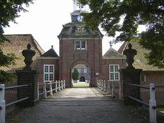 Das privat genutzte Lütetsburger Schloss kann man vom Schlosspark aus betrachten
