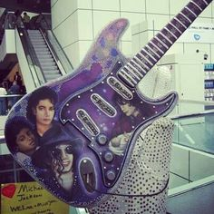 Who has seen this guitar at the rock and roll hall of fame.