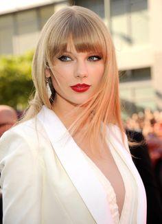 Taylor Swift Hot, Taylor Swift Red Lipstick, Taylor Swift Bangs, Red Taylor, Beauty Costume, Taylor Swift Pictures, Red Lipsticks, Best Red Lipstick, History