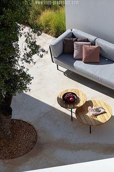 Wir haben die richtigen Gartenmöbel zum Chillen für Dich.    Klicke zum Kontakt    #gartenmoebel, #gartenmoebelgarnitur,  #RiesProDesign Outdoor Sofa, Outdoor Furniture, Outdoor Decor, Lounge Design, Modular Sofa, Sectional Sofa, Home Decor, Garden Furniture Design, Patio Tables