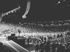 Zach's Instagram: Thanks Pittsburgh .... Amazing show. Photo by @professorbombay - facebook.com/ShinedownsNation