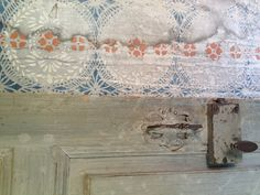 Old wallpaper in a decorated farmhouse in Hälsingland.