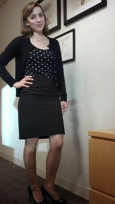 work wear: black on black with polka dots Office Outfits, Casual Outfits, Cardigan Design, Wearing All Black, Professional Wear, Office Fashion Women, Classic Style Women, Beautiful Girl Image, Sexy Stockings