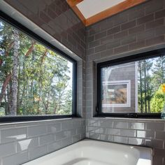 Kestrel tiny house: Soak in the tub and drink in the view - Jé Viance - Kestrel tiny house: Soak in the tub and drink in the view Kestrel tiny house: Soak in the tub and drink in the view - Tiny House Listings, Tiny House Plans, Bathtubs For Sale, Entry Closet, Huge Windows, Tiny House Movement, Tiny Houses For Sale, Cabins And Cottages, Tiny Spaces