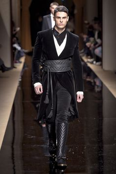 Fall/Winter 2016 Olivier Rousteing presented his Fall/Winter 2016 collection for Balmain during Paris Fashion Week.Olivier Rousteing presented his Fall/Winter 2016 collection for Balmain during Paris Fashion Week. Fashion Week, Winter Fashion, Fashion Outfits, Fashion Tips, Fashion Trends, Paris Fashion, Men's Fashion, Steampunk Mode, Moda Medieval