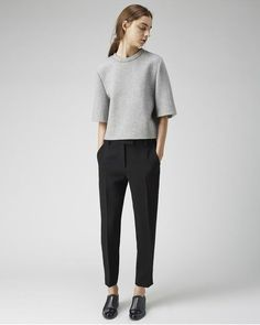 PANTS: Black Cropped Trousers, cropped trousers look so cool and professional. they class up any outfit and can be worn casual with some trainers or more formal with brogues Minimal Chic, Minimal Fashion, Womens Fashion For Work, Look Fashion, Fashion Outfits, Fashion Clothes, Dress Outfits, Work Outfits, Fashion Ideas