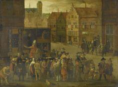 Anonymous | The quack, Anonymous, c. 1619 - c. 1625 | Op een stadsplein prijst een kwakzalver zittend op een paard voor reclameschermen met getuigschriften zijn waar aan. Voor zijn stal heeft een menigte nieuwsgierigen zich verzameld. Links een messenslijper, tussen de toeschouwers een zakkenroller. Rechts staat een rattengifverkoper. Op de achtergrond rechts staan bij een school een man en vrouw op straat iets voor te lezen voor een groepje toehoorders. Links hiervan een schilderijenwinkel.