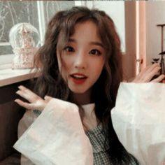 Yuqi (G) idle aesthetic Kpop Girl Groups, Korean Girl Groups, Kpop Girls, Kpop Aesthetic, Aesthetic Girl, Mamamoo, 2ne1, Jimin, Na Jaemin