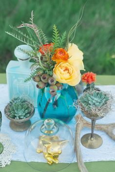love the little trinkets and 70s vibe // 1970's Flower decorating ideas