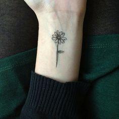 http://tattooideas123.co.uk/ Flower tattoo.