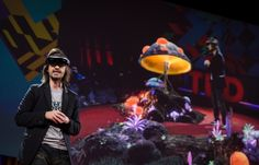 Le créateur d'HoloLens, Alex Kipman, de Microsoft, lors de d'unTED talk.