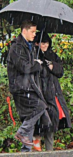 OUAT - Josh and Ginny on set...this looks so romantic...but they were probably miserable.