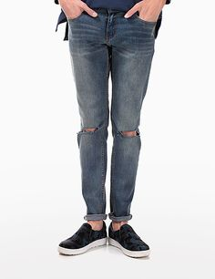 Opt for a ragged casual look with these ripped knee washed jeans. For an effortless look, wear these jeans with a white v-neck shirt and a pair of black slip-on sneakers. - Low-rise waist with belt loops - Button and zip closure - Seamed front pocket - Patched back pocket - Whiskers washed accent - Ripped knee design - Straight leg cut - Color: Denim