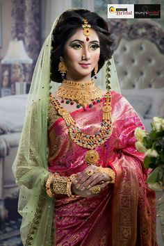 15 Unique Ideas to Wear Floral Jewellery for Brides - Fashion Bridal Mehndi Dresses, Bridal Outfits, Flower Jewellery For Mehndi, Flower Jewelry, Flower Ornaments, Bride Hair Accessories, Hand Jewelry, Flower Fashion, Wedding Jewelry