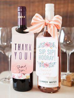 wein verschenken, flaschenanhaenger undbaendchen, geschenkidee, rotwein und rose