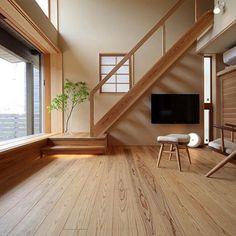 【杉】 . 板目がきれいな杉の床。やわらかい素材感も心地よい。 . 床の素材選びはとっても大切。素材によって木の表情もさまざまです。 . 菊陽町 S様邸