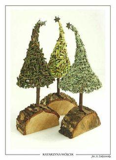 Love the base of the tree. Need to start collecting wood. Christmas Greenery, Diy Christmas Tree, Rustic Christmas, Xmas Tree, Christmas Projects, Winter Christmas, Christmas Holidays, Christmas Wreaths, Christmas Ornaments