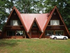 An A-frame house is simple, some what conservatory actually yet it's also intriguing and unforgettable. Also, you can customize it and come up with your own version for your dream house A Frame House Plans, A Frame Cabin, Cabin Homes, Log Homes, Tiny Homes, Triangle House, Cabins And Cottages, House In The Woods, Future House