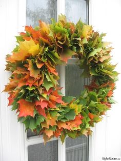 21 a super lush fall wreath made of real fall laves of various colors will make a statement both indoors and outdoors - DigsDigs Autumn Wreaths, Christmas Wreaths, Lavender Wreath, Outdoor Wreaths, Leaf Crafts, Autumn Decorating, Fall Diy, Fall Home Decor, How To Make Wreaths