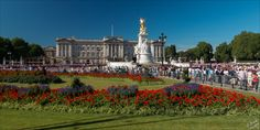 Buckingham Palace in London - Wow there are a lot of tourists! Must be summer...