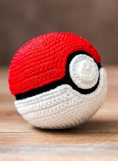 Amigurumi: Pokéball aus Pokémon zum Häkeln - Häkelanleitung via Makerist.de