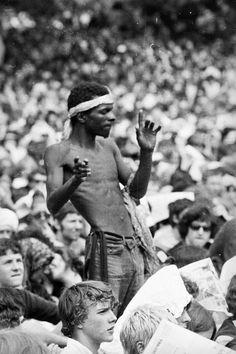 "Image: Reg Burkett/Express/Getty Images (via Mashable ""1969: Rolling Stones in Hyde Park"") Altamont Concert, Hippies 1960s, Sunday People, Hyde Park London, Rock Festivals, Rock Concert, Keith Richards, Summer Of Love, Musical"