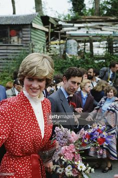 lady-diana-spencer-and-prince-charles-visit-the-town-of-tetbury-in-picture-id138688100 (682×1024)