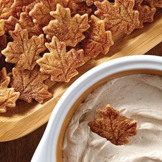 Pie Crust Chips & Cinnamon Dip Don't know what to do with extra pie crust dough? Try this tasty idea. - Pie Crust Chips & Cinnamon Dip - Pampered Chef (Cinnamon Plus Spice Blend = cinnamon and sweet spices, including nutmeg, allspice and orange peel. Thanksgiving Desserts, Fall Desserts, Just Desserts, Dessert Recipes, Quick Dessert, Dinner Dessert, Dessert Dips, Dessert Healthy, Thanksgiving Parties