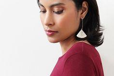 """""""Cléopâtre"""" couleur beige - boucles d'oreilles pendantes - faits main - métal acier inoxydable anti-allergène"""