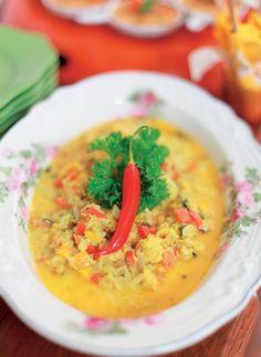 Caldeirada de Siri com purê de palmito pupunha. Receita de Sylvia Cury Thai Red Curry, Risotto, Seafood, Food And Drink, Ethnic Recipes, Fish, Drinks, Whipped Potatoes, Stewed Potatoes