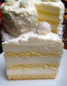 Schneetorte mit Kokos-Mascarpone- Sahne-Quark-Creme - http://tins-world.de/calendarofcakes-januar-schneetorte/
