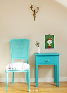 Cómo pintar una silla con pinturas a la tiza en 6 pasos fáciles · Painting a chair with chalk paint in 6 steps - Vintage & Chic. Pequeñas historias de decoración · Vintage & Chic. Pequeñas historias de decoración · Blog decoración. Vintage. DIY. Ideas para decorar tu casa