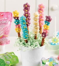 Flower Power Candy-Covered Pretzels | Spring Recipes | Spring Inspiration
