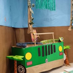 Create jeep desks with 2 pushed together. Safari Party Decorations, School Decorations, School Themes, Classroom Themes, Safari Crafts, Vbs Crafts, Jungle Theme Crafts, Safari Jeep, Safari Theme