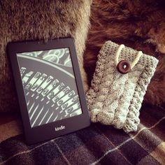 Handmade cable knit kindle cover  Knitting / crochet / e-reader / e-book / DIY / do it yourself / handmade craft / idea