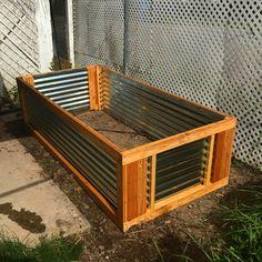 hochbeet f r balkon selber bauen und bepflanzen 20 tipps und ideen hochbeet blech. Black Bedroom Furniture Sets. Home Design Ideas