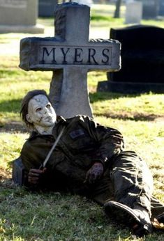 ImageFind images and videos about Halloween and michael myers on We Heart It - the app to get lost in what you love. Halloween Movies, Halloween Horror, Holidays Halloween, Fall Halloween, Halloween Stuff, Halloween 2018, Haunted Halloween, Halloween House, Halloween Coffin