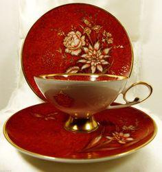 Šálek na čaj trio * červený ručně malovaný porcelán s  krásnou kytkou, zdobený zlatem, luxusní ♥♥♥
