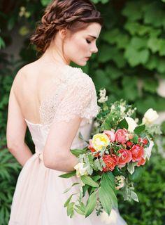 Bridal loveliness: http://www.stylemepretty.com/2014/07/15/ethereal-inspiration-shoot-at-lan-su-garden/ | Photography: Corinne Krogh - http://www.corinnekrogh.com/