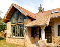 Polgári elegancia és falusi idill Weekend House, Cottage Homes, Traditional House, Sweet Home, Entryway, Home And Garden, House Styles, Exterior, Cabin