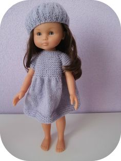 in French. Knitting Dolls Clothes, Crochet Doll Clothes, Doll Clothes Patterns, Knitted Beret, Knitted Dolls, Pet Clothes, Barbie Clothes, Nancy Doll, Neue Outfits